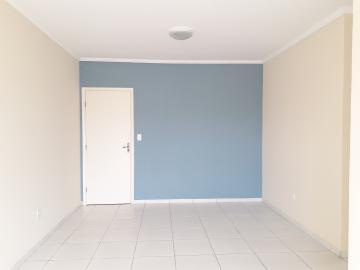 Alugar Apartamentos / Padrão em Poços de Caldas R$ 750,00 - Foto 2