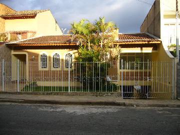 Alugar Casas / Padrão em Poços de Caldas. apenas R$ 2.200,00