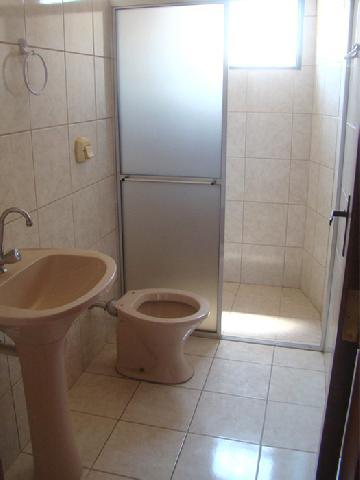 Alugar Apartamentos / Padrão em Poços de Caldas R$ 850,00 - Foto 12