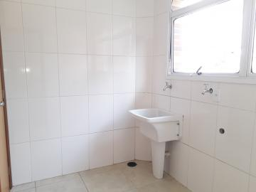 Alugar Apartamentos / Padrão em Poços de Caldas R$ 1.850,00 - Foto 16