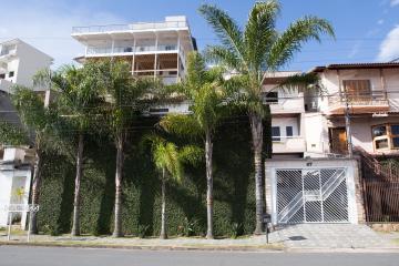 Pocos de Caldas Parque Vivaldi Leite Ribeiro Casa Venda R$1.800.000,00 3 Dormitorios 3 Vagas Area do terreno 375.00m2 Area construida 417.00m2
