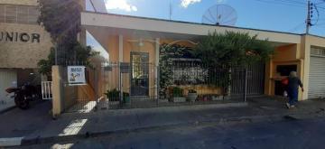 Alugar Casas / Padrão em Poços de Caldas. apenas R$ 900,00