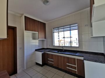 Alugar Apartamentos / Padrão em Poços de Caldas R$ 1.200,00 - Foto 9