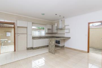 Alugar Casas / Padrão em Poços de Caldas. apenas R$ 210.000,00