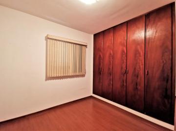 Alugar Apartamentos / Padrão em Poços de Caldas R$ 1.800,00 - Foto 13