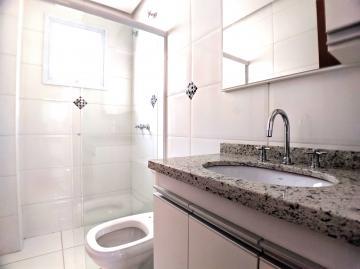 Alugar Apartamentos / Padrão em Poços de Caldas R$ 1.000,00 - Foto 6